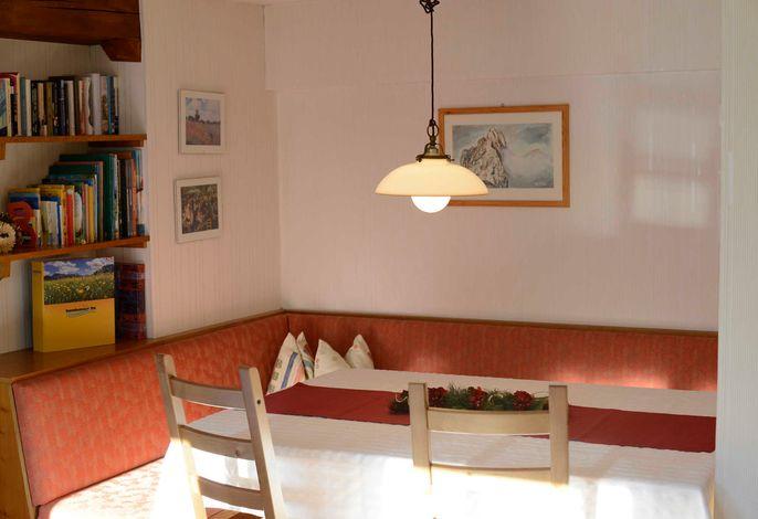 Wohnzimmer mit Esstisch
