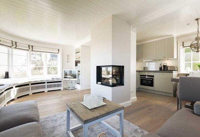 exklusiver Wohnbereich mit offener Küche