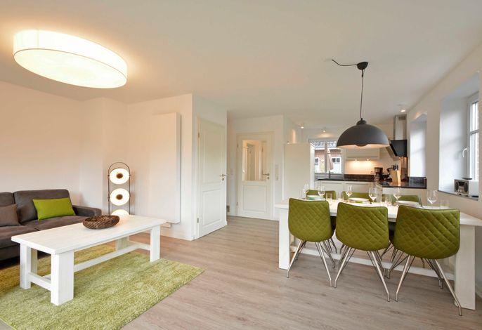 Das Erdgeschoss wird dominiert durch den kombinierten Wohn-Essbereich mit offener Küche.