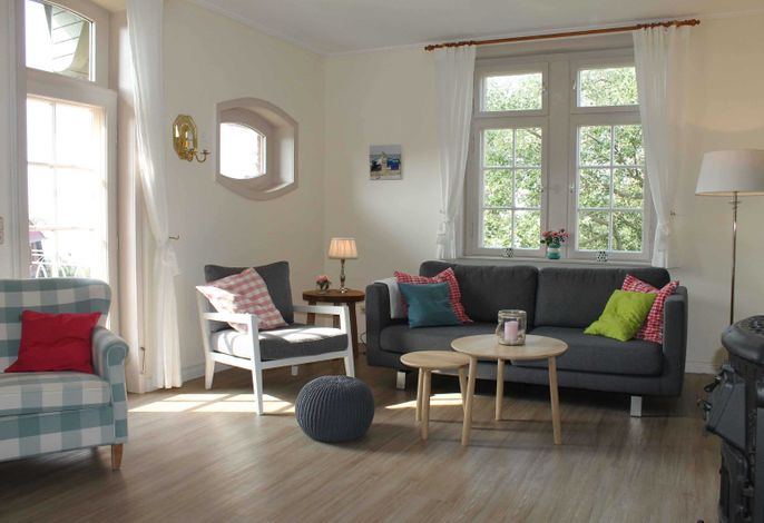 Hell und freundlich und mit modernen Möbeln wurde der Wohnbereich eingerichtet und ausgestattet.