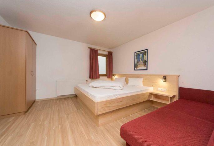 Appartement Gallrutt, Schlafzimmer 1