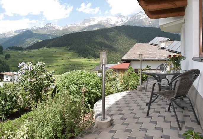 Blick von der Terrasse auf unsere schöne Bergwelt