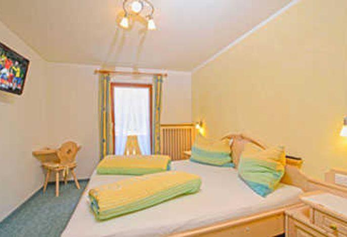 Apart Kira - Landhauszimmer mit Flat-TV und Balkon