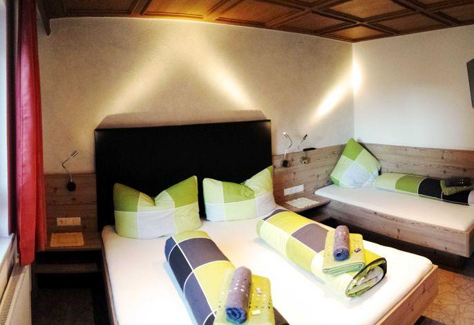 Apart Alberta - Deluxe Schlafzimmer mit Flat-TV