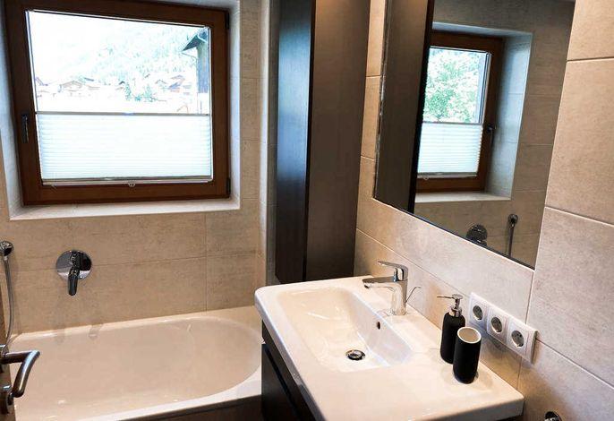 Badezimmer mit Wanne und Dusche Gsall