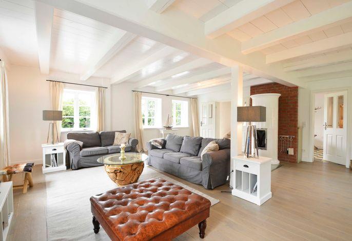 In diesem großen Wohnzimmer mit Echtholzfußboden werden Sie sich wohlfühlen.