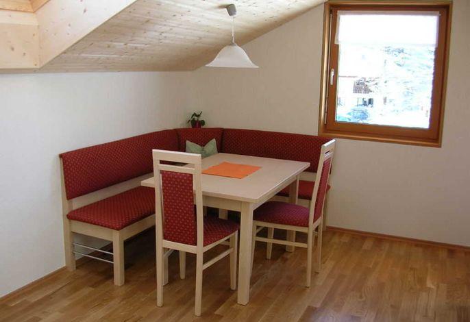 Wohnküche mit gemütlichem Eckbank.