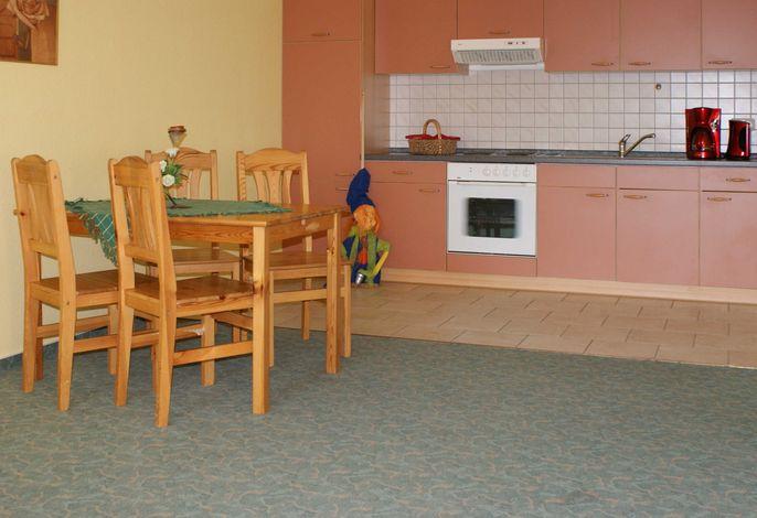 Sitzecke und Küchenzeile