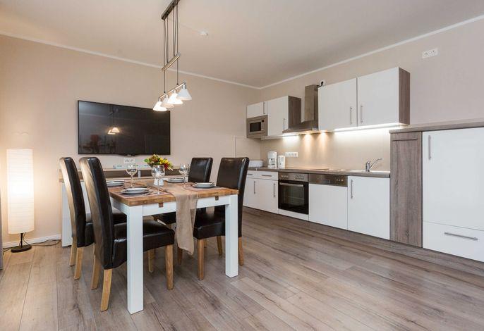 Essbereich mit offener Küchenzeile