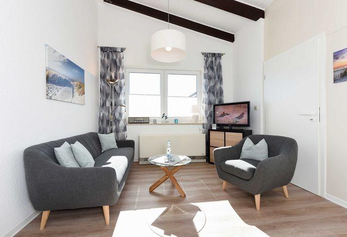 Wohnraum mit separatem Küchenteil bei offener Raumgestaltung