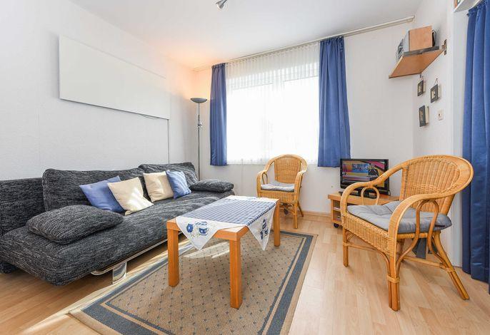 Wohnraum mit integrierter Küche und mit zusätzlicher Schlafmöglichkeit