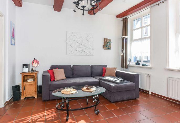 Wohnraum mit räumlich abgeteilter Küche