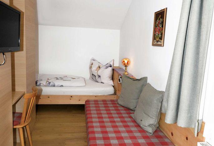 Einbettzimmer mit Bergblick, auch für 2 Personen möglich