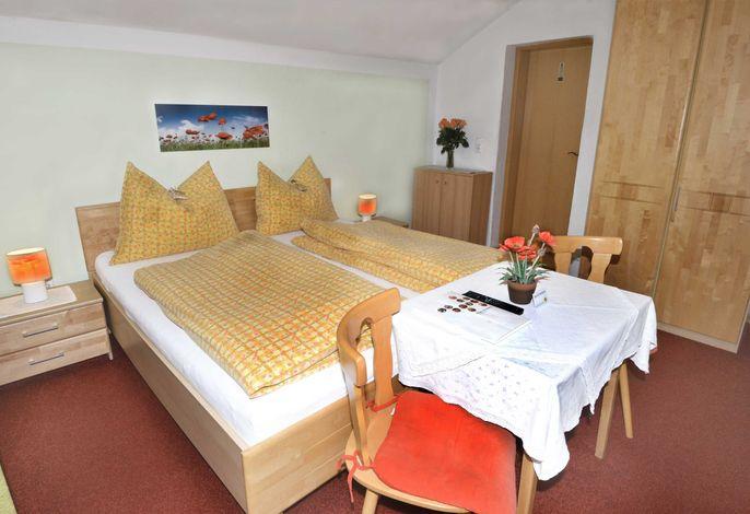 Doppelbettzimmer mit Balkon und Gartenblick (als Dreibett möglich)