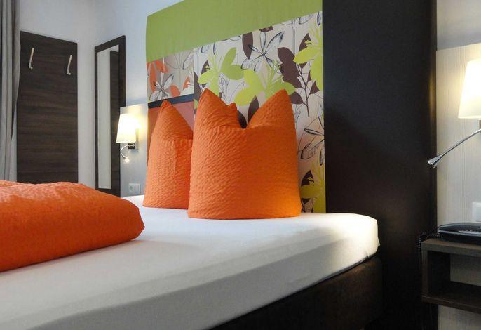 HIP-ZIMMER: Doppelzimmer mit DU/WC und Balkon. Betten auch als Twin möglich