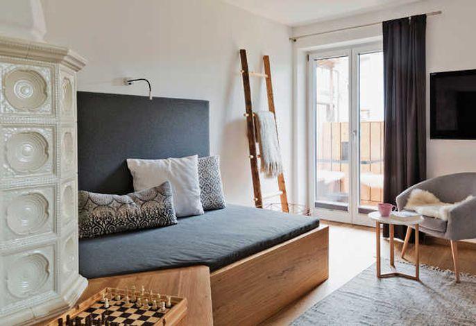 Wohnzimmer mit Tiwan und Kachelofen