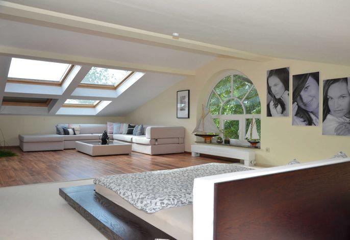 Schlafzimmer mit Lounge