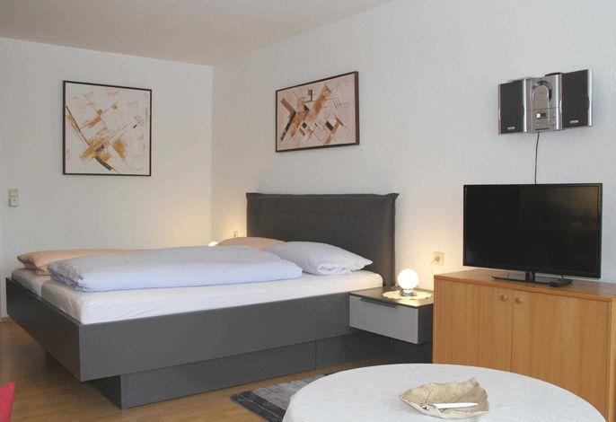 Doppelbett und TV_FeWo Nr. 4