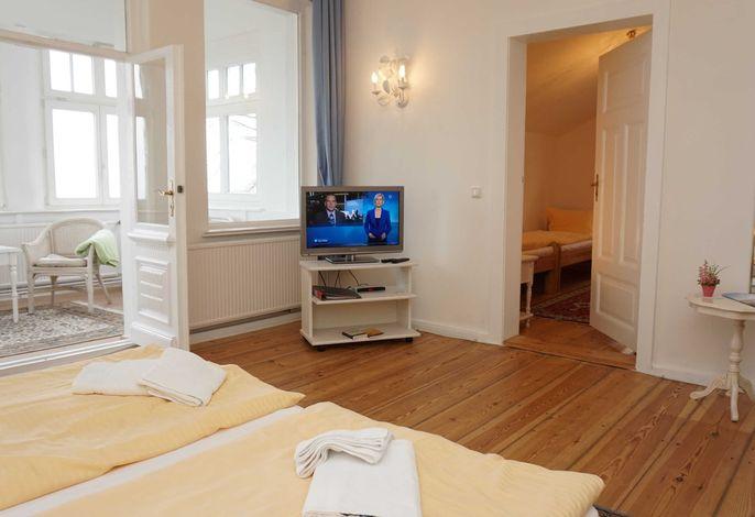 Schlafzimmer mit Doppelbett Wohnung 1