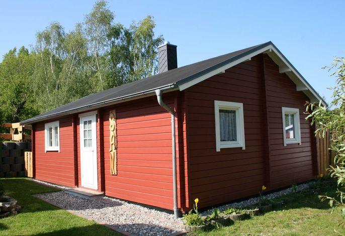 3-Raum-Blockhaus ,,San mit Kamin (49m², 4 Pers., Tiere willkommen)