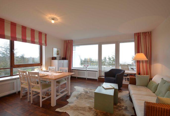 Der kombinierte Wohn-Essraum mit dem direkten Zugang auf den Balkon. Von diesem Zimmer aus können Sie bereits das Meer sehen!