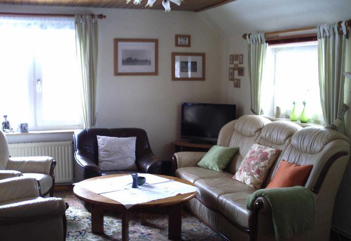 Wohnzimmer mit Ledermöbel und Flachbildschirm