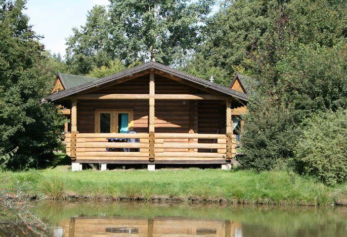 Blockhaus mit Terrasse am Teich