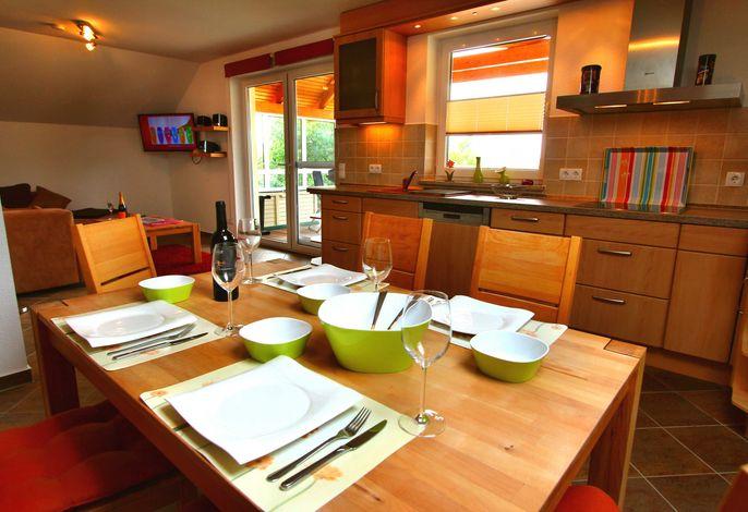 Wohn- & Essbereich mit offener Küche