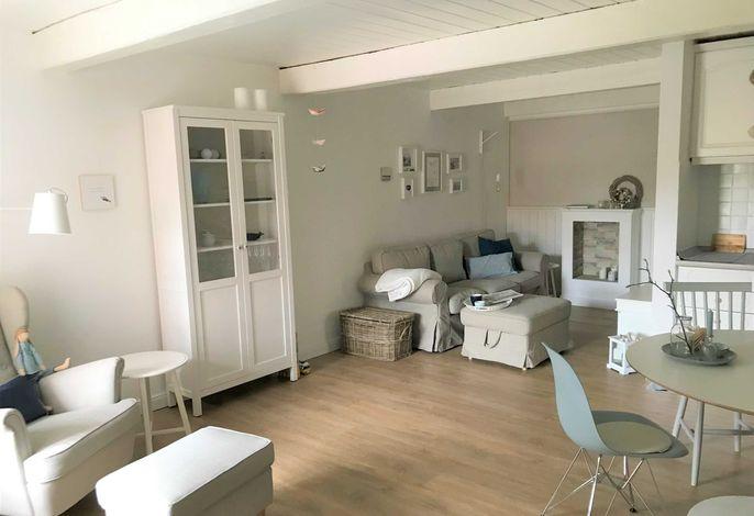 Treten Sie ein in den  kombinierten Wohn-Essbereich mit offener Küche.