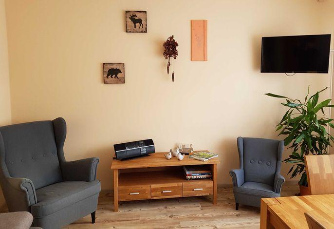 Dezember 2018 -Neue Umstellung im Wohnbereich zusätzlicher Sessel für Kids und Kukuks-Uhr  Neuer Tisch und Stühle