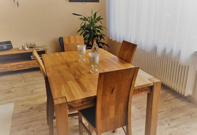 Neuer Tisch und Stühle sowie Sideborad ab Dezember 2018