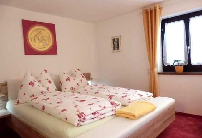 das Doppelbett im Zimmer  (kein Appartement)