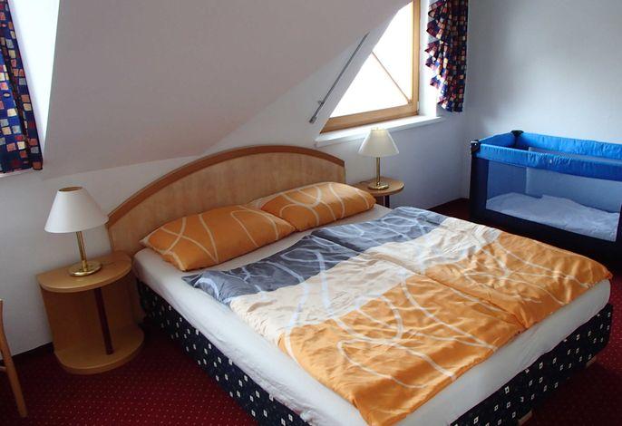 Schlafzimmer (westseitig)
