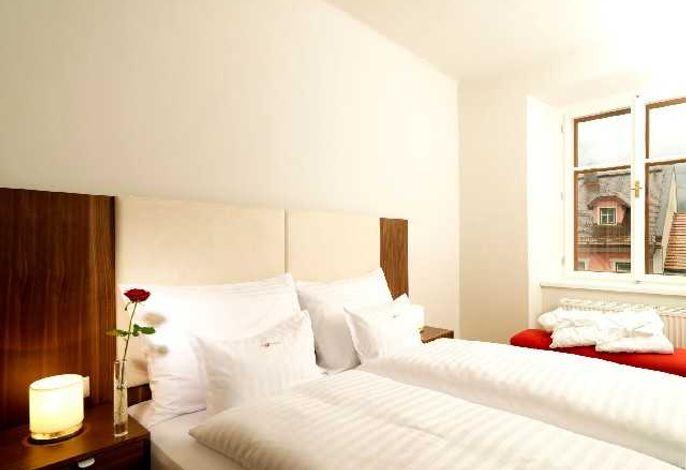 Standard Schlafzimmer mit Doppelbett