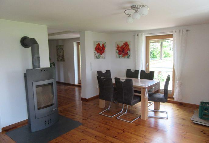 Wohnzimmer mit Tischgruppe