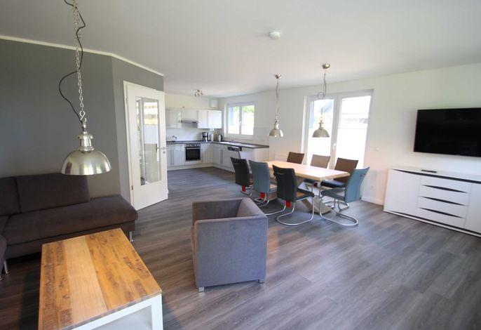Wohnzimmer mit Panorama-TV