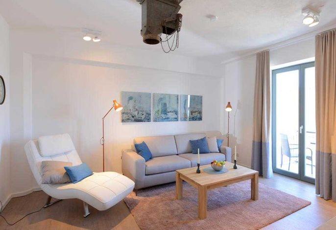 Ohlerich Speicher App. 16 - Blick auf den Wohnbereich mit Zugang auf den Balkon