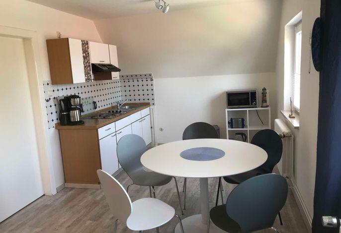Offene Küche im Wohnzimmer mit Essbereich