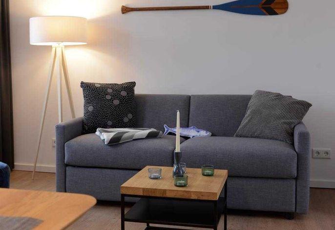 Ohlerich Speicher, App. 32 - Blick auf das gemütliche Sofa im Wohnbereich