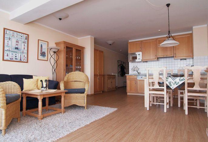 Der Wohnbereich mit Sitzecke, Essecke und Küchenzeile