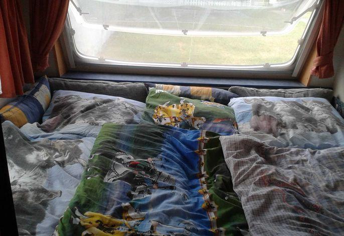 Schlafbereich großer Wohnwagen