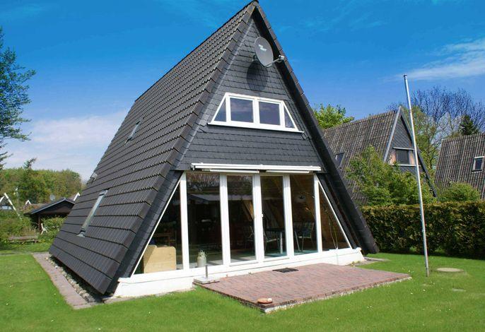 Zeltdachhaus in sonniger und ruhiger Lage