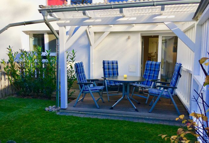 überdachte Terrasse & eingezäunte Rasenfläche