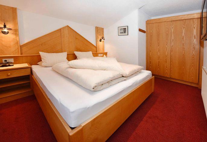 Apart Zimalis in Galtür Tirol Paznaun-Ischgl, Appartement Panorama, Elternschlafzimmer