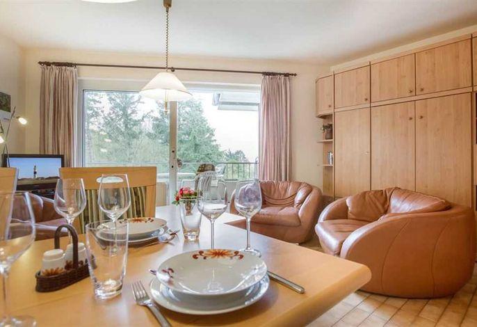 Wohnzimmer mit Essbereich  in 2-Zimmer-Ferienwohnung im Haus Atlantis,  Strandpromenade 19, St. Peter-Bad