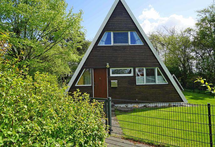 Zeltdachhaus mit moderner Ausstattung und W-LAN