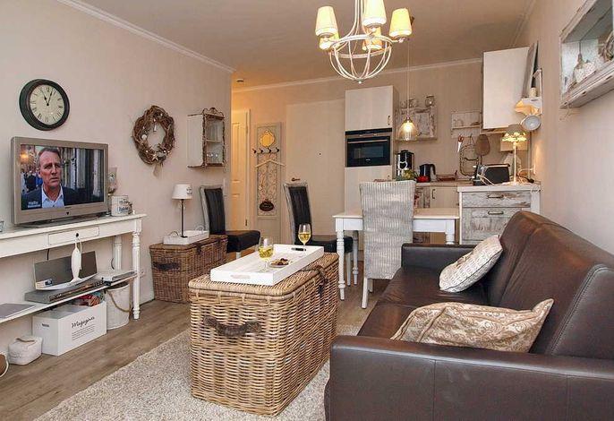 Wohn-/Essbereich mit Flachbild-TV und Doppelschlafcouch