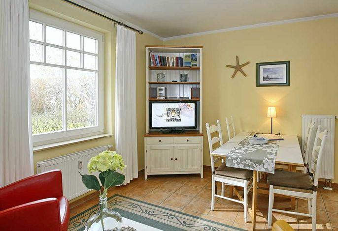 Wohn- und Essbereich mit Flachbild-TV