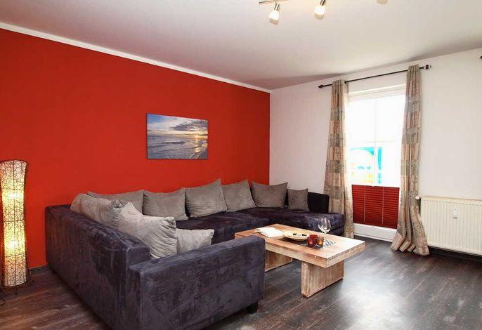 Wohnbereich mit Flatscreen-TV und DVD-Player