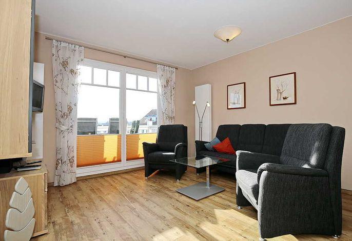 Sofa und Sessel im Wohnraum